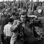 Stanley Kubrick und Komparsen während der Dreharbeiten zu Spartacus